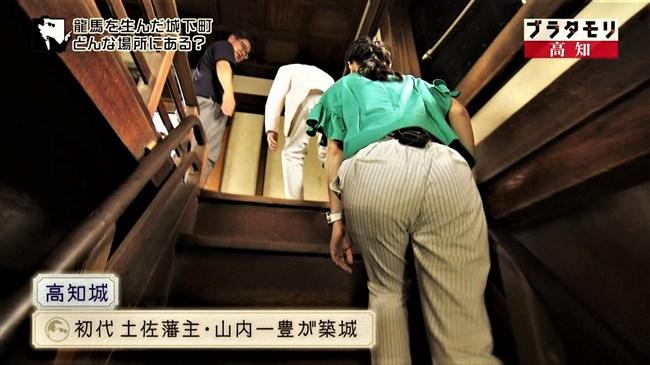 近江友里恵~ブラタモリにて階段を登る姿を下から撮影!パン線バッチリ!0007shikogin