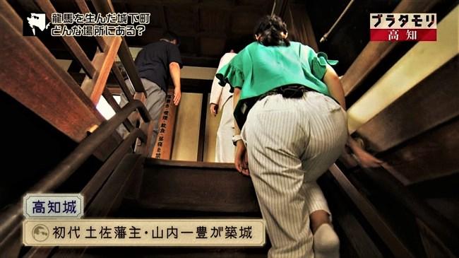 近江友里恵~ブラタモリにて階段を登る姿を下から撮影!パン線バッチリ!0008shikogin
