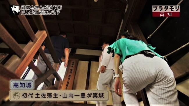 近江友里恵~ブラタモリにて階段を登る姿を下から撮影!パン線バッチリ!0009shikogin