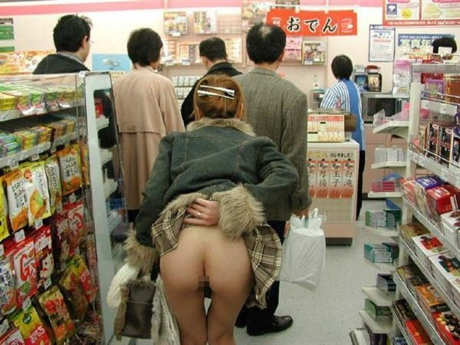 店の中であり得ない変態行為をしてしまう露出狂女がレベチwwwww0007shikogin