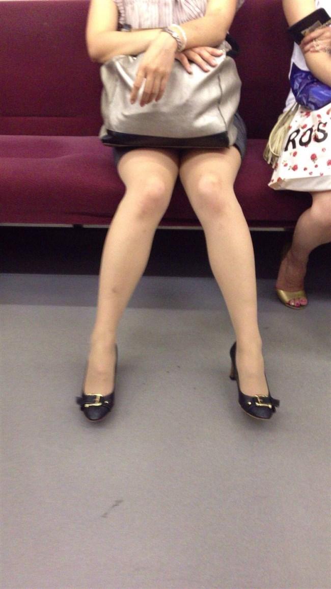 電車の座席に座って油断したスカート女子の下半身を盗撮wwwwwwww0009shikogin