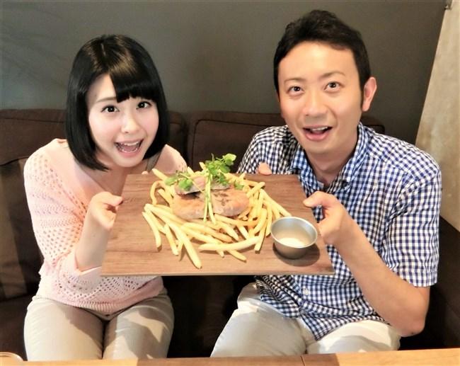 望木聡子~名古屋テレビの美形アイドルアナがミニスカで大胆な白パンチラ!0005shikogin