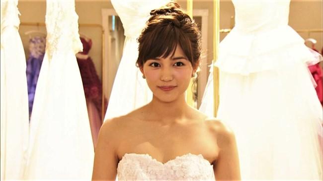 川口春奈~胸元を大胆に開放したウェディングドレス姿が可愛くてエロいな!0003shikogin