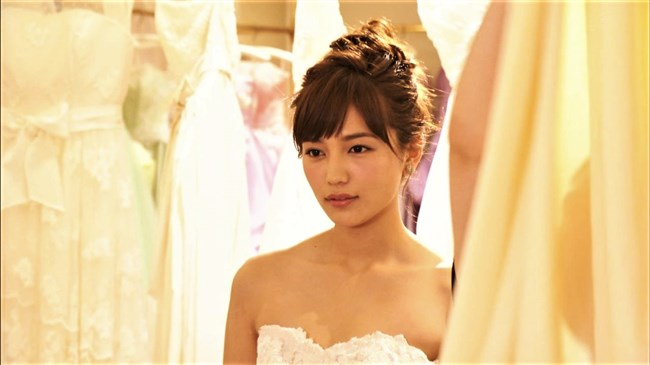 川口春奈~胸元を大胆に開放したウェディングドレス姿が可愛くてエロいな!0002shikogin