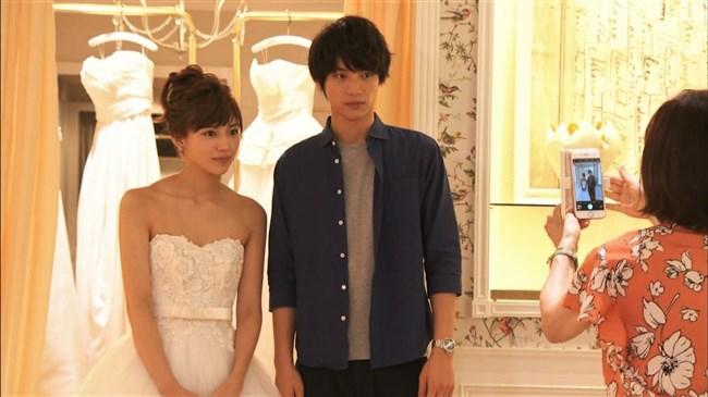 川口春奈~胸元を大胆に開放したウェディングドレス姿が可愛くてエロいな!0004shikogin