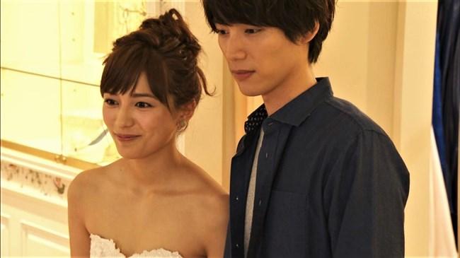 川口春奈~胸元を大胆に開放したウェディングドレス姿が可愛くてエロいな!0005shikogin
