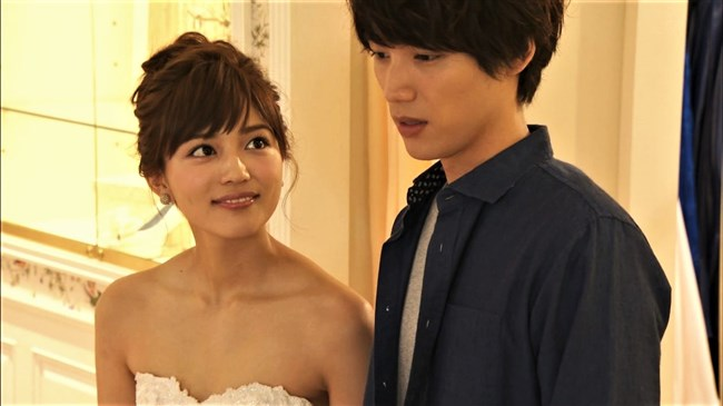 川口春奈~胸元を大胆に開放したウェディングドレス姿が可愛くてエロいな!0006shikogin