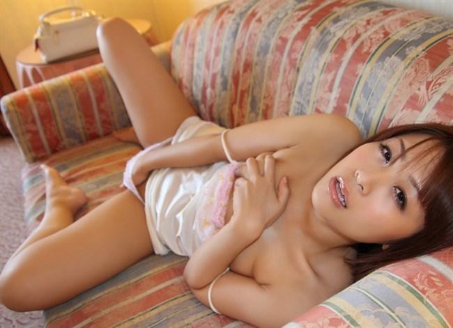 全裸でおま〇こを弄る姿がたまらなくえちえちな女の子のオナニーwww0004shikogin