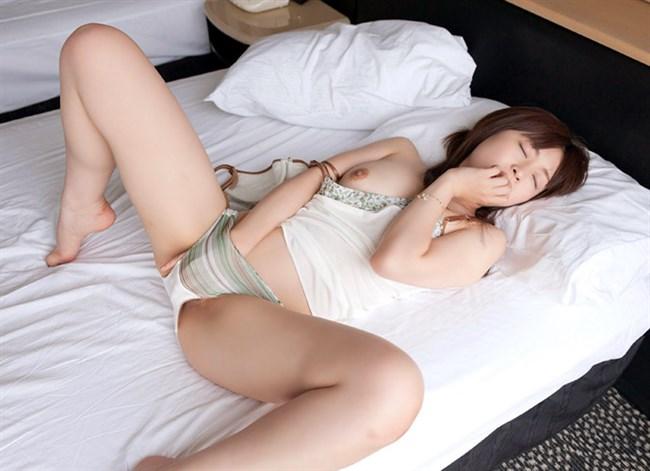 全裸でおま〇こを弄る姿がたまらなくえちえちな女の子のオナニーwww0021shikogin