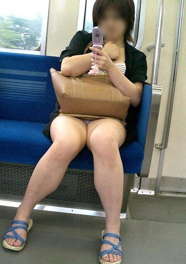 電車内でミニスカ女性が座った時の目のやり場wwwwww0007shikogin