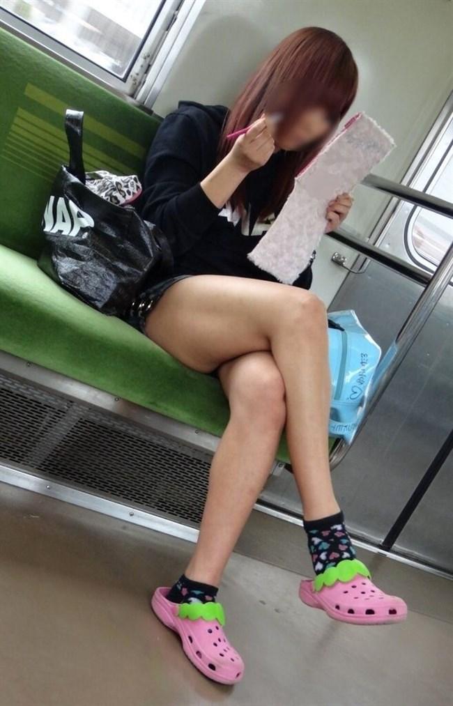 電車内でミニスカ女性が座った時の目のやり場wwwwww0009shikogin