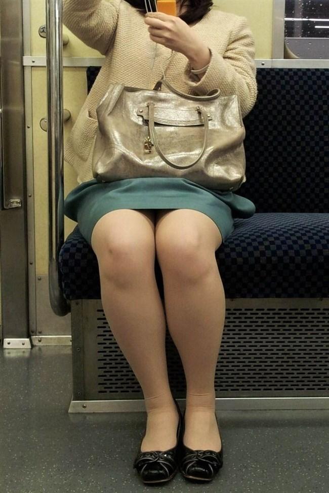 電車内でミニスカ女性が座った時の目のやり場wwwwww0010shikogin