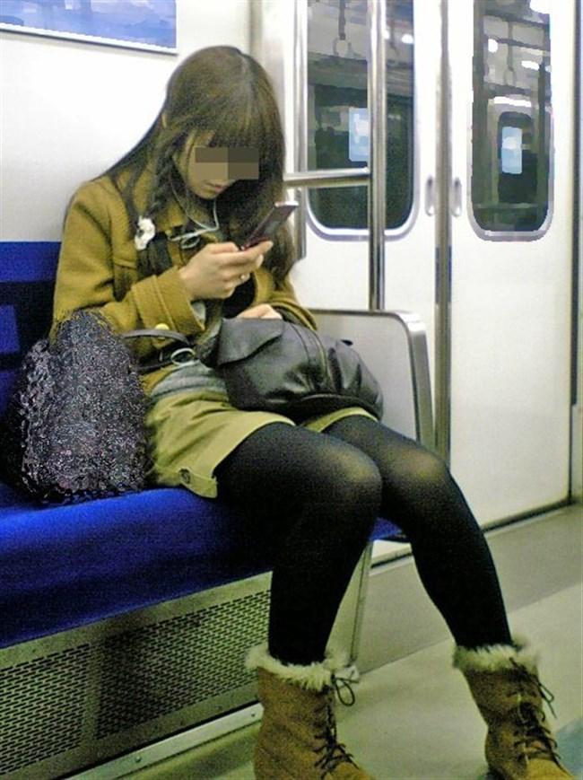 電車内でミニスカ女性が座った時の目のやり場wwwwww0016shikogin