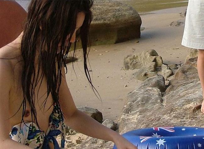 意図せずに乳首を晒しちゃってる素人女性のポロリハプニングを激写wwww0008shikogin
