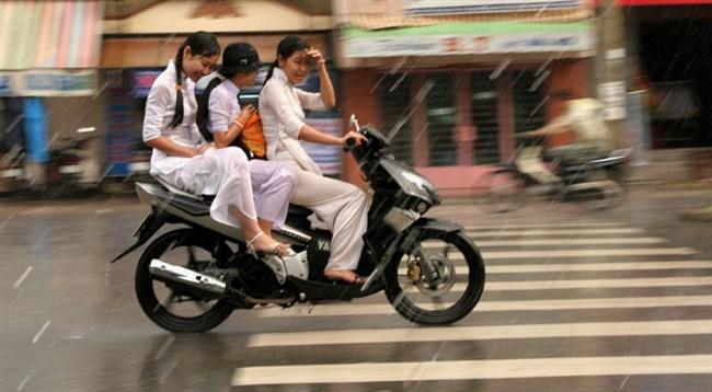 ベトナムのアオザイが透けまくっててえちえちwwwwww0012shikogin