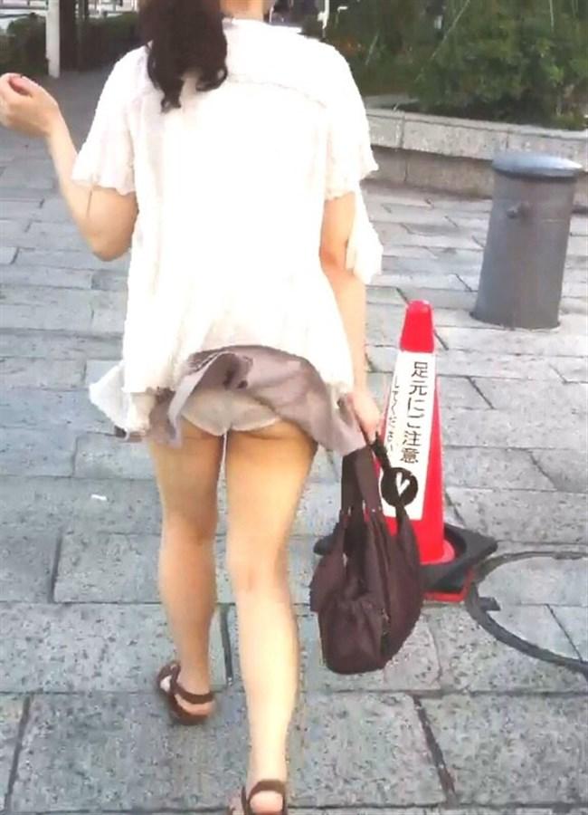 真下から吹き上げる突風にスカート女子が襲われるとwwwww0002shikogin