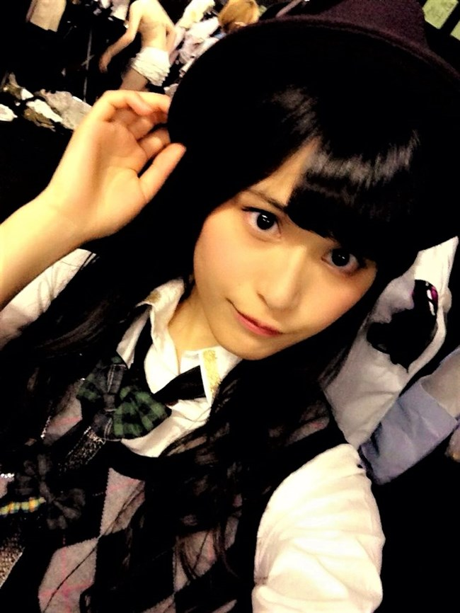 横島亜衿[元AKB48]~楽屋裏でバックに映ったベージュの下着姿が超エロかった最高の思い出!0010shikogin