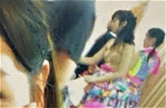 横島亜衿[元AKB48]~楽屋裏でバックに映ったベージュの下着姿が超エロかった最高の思い出!0004shikogin