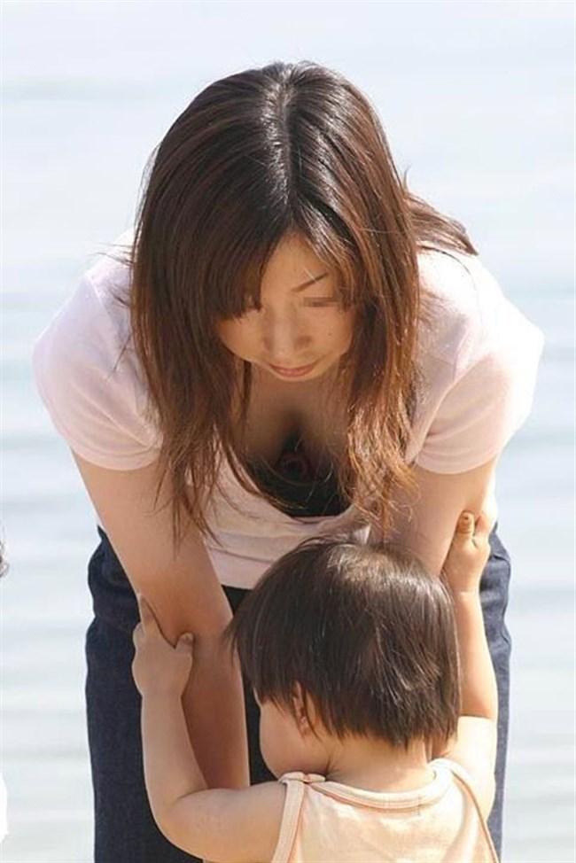 子持ちママ、胸元ぱっくり開けて谷間チラ連発wwwww0015shikogin