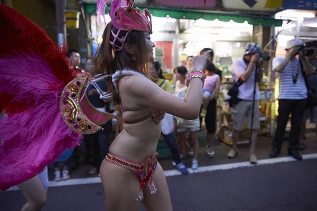 サンバカーニバルと露出痴女は紙一重wwwwwww0005shikogin