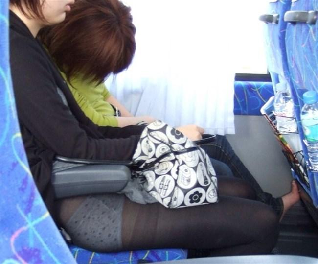 バックでスカートの裾がめくれてパンツ丸出しの女子wwwwww0028shikogin