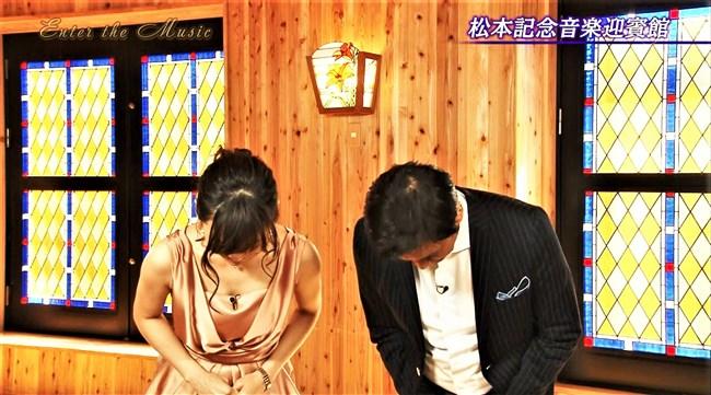 繁田美貴~白パンで階段を登ると見上げるような巨尻と透けパンティーが!0012shikogin