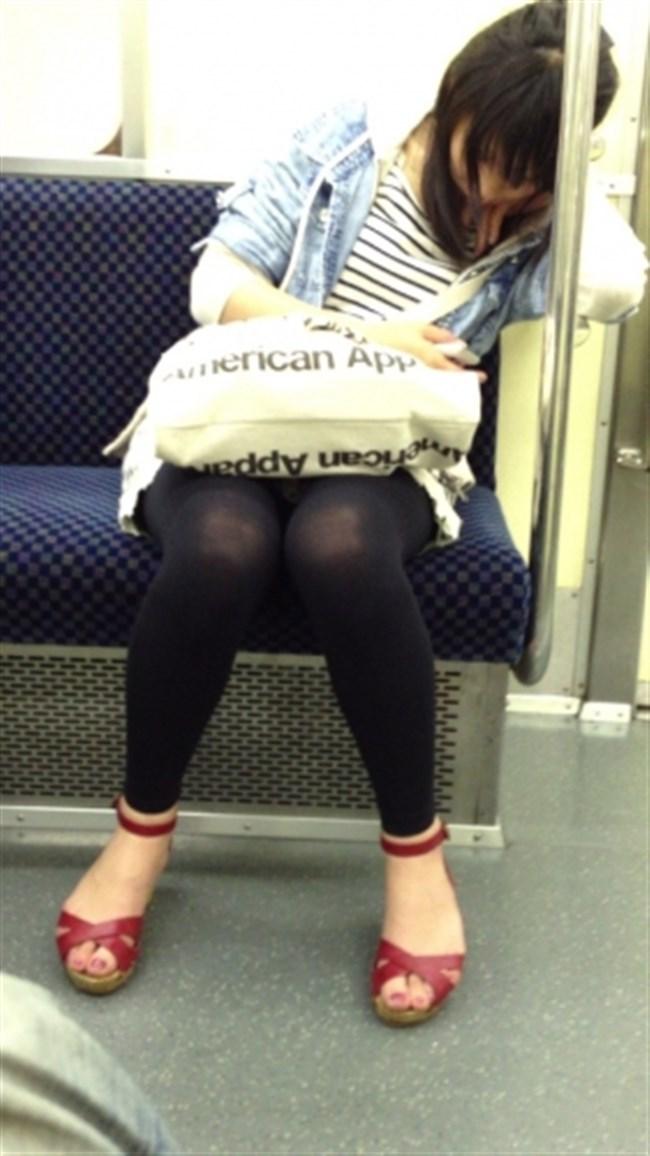 ミニスカなのに電車内で爆睡してしまったお姉さんの末路www0009shikogin