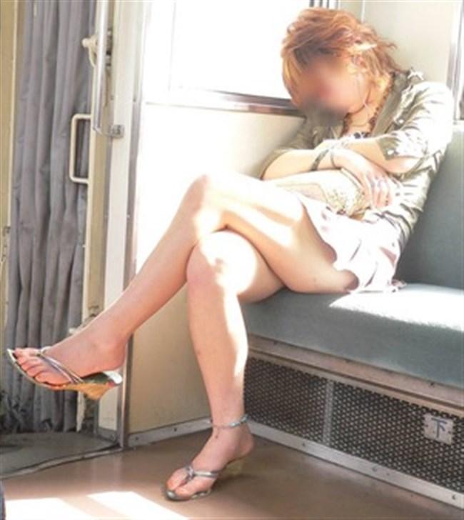 ミニスカなのに電車内で爆睡してしまったお姉さんの末路www0002shikogin