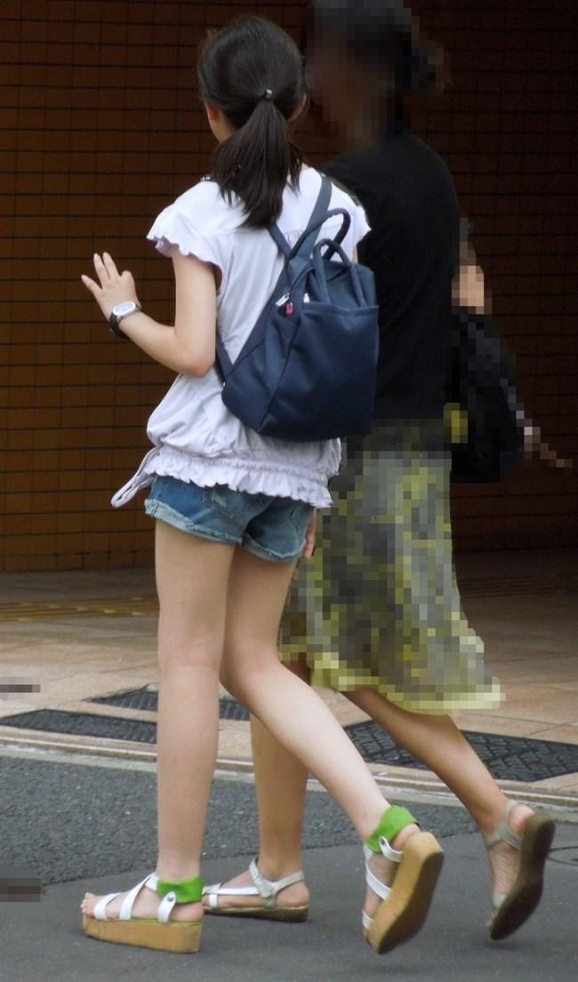生足晒したショートパンツお姉さんの下半身がえちえちwwww0009shikogin