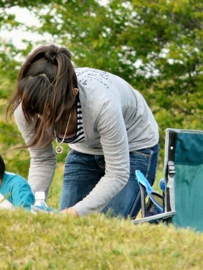 子守りに夢中なママは谷間やパンチラには構っていられませんwwwww0007shikogin