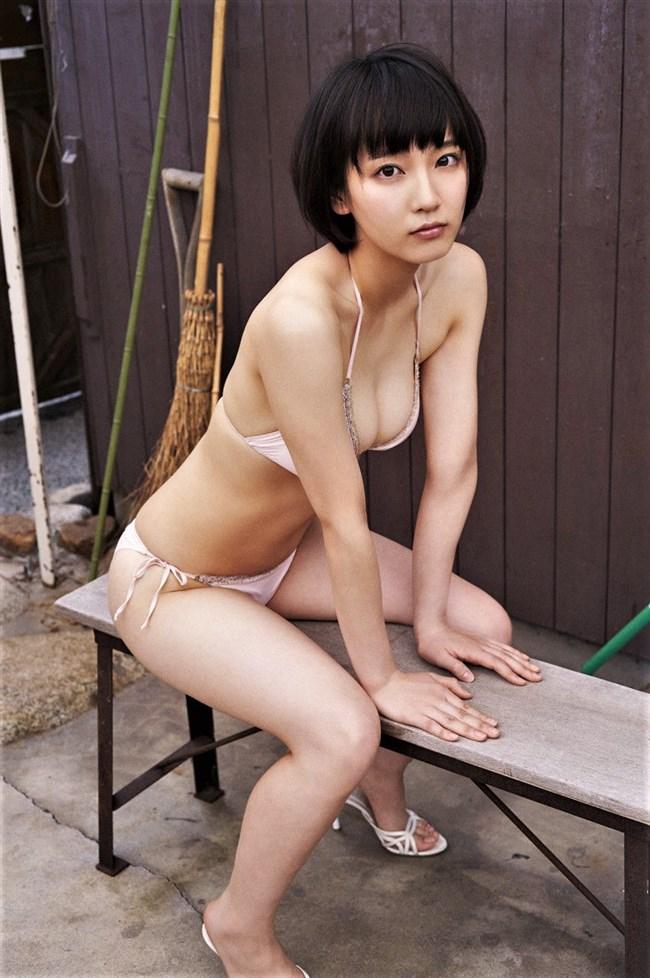 吉岡里帆~ヌキまくれる胸の谷間をモロ出しにしているセクシー画像を一挙に!0009shikogin