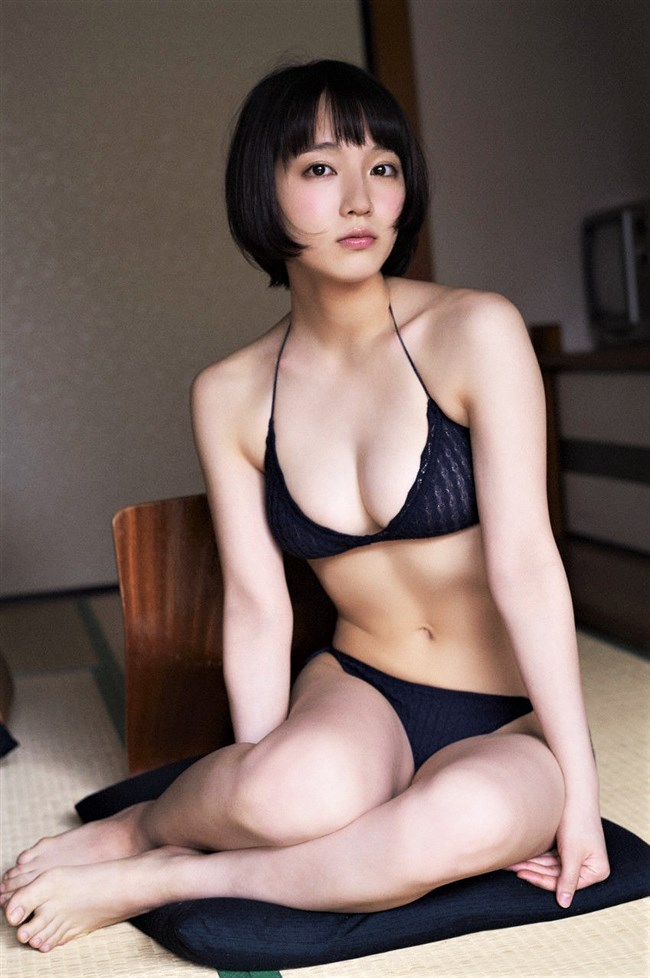吉岡里帆~ヌキまくれる胸の谷間をモロ出しにしているセクシー画像を一挙に!0010shikogin