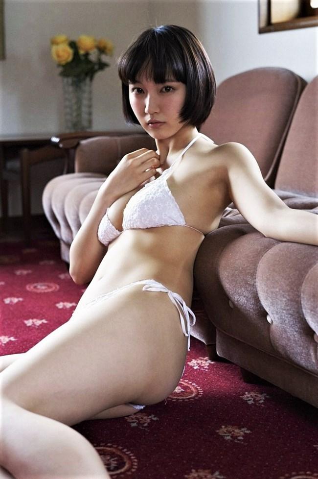 吉岡里帆~ヌキまくれる胸の谷間をモロ出しにしているセクシー画像を一挙に!0011shikogin
