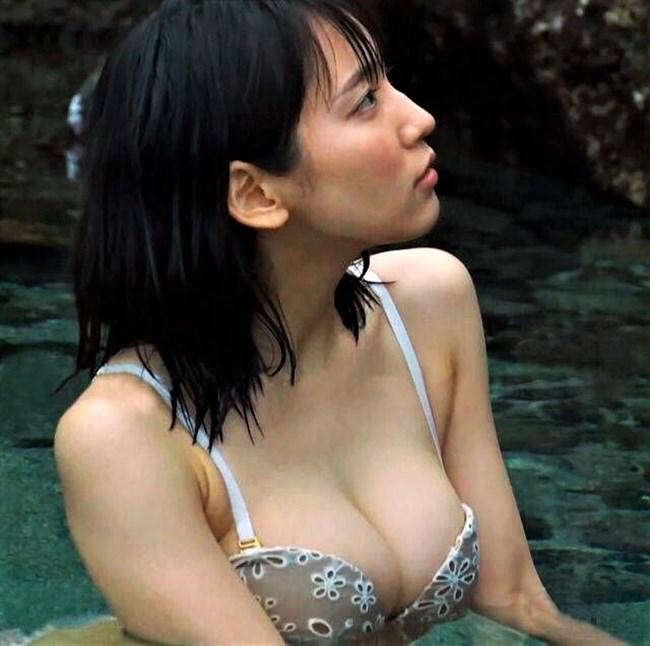 吉岡里帆~ヌキまくれる胸の谷間をモロ出しにしているセクシー画像を一挙に!0019shikogin