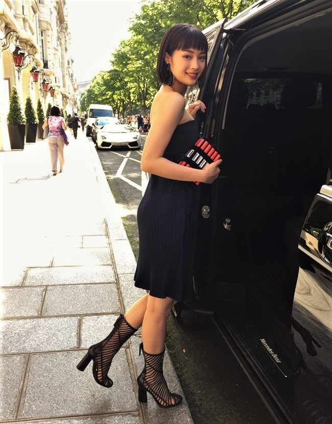 広瀬すず~パリでのドレス姿は胸の谷間モロ出しでエロカワ過ぎてオナネタ!0005shikogin