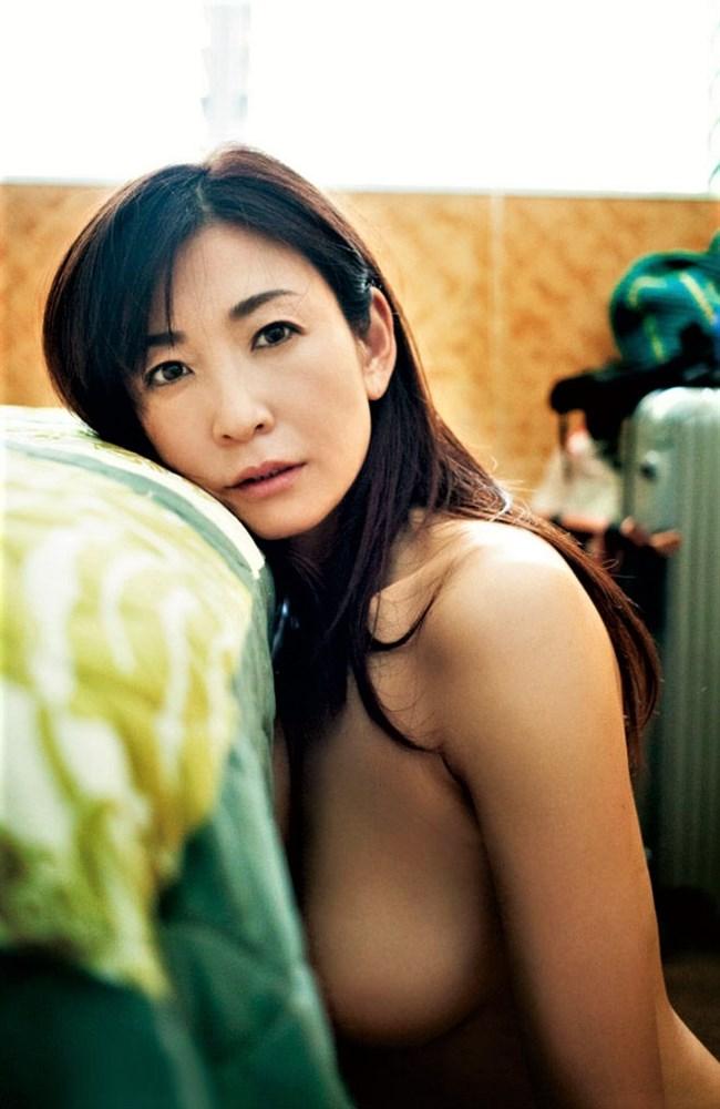中島史恵~49歳の美熟女セミヌードグラビア!変わらない美しさは保存版だ!0003shikogin