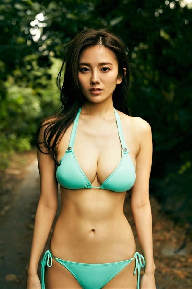 伊藤紗冶子~ヤンジャングラビアの水着姿は全身がエロ過ぎて完璧だわ!0010shikogin