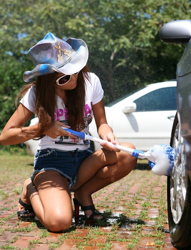 露出狂痴女が洗車中するとこうなるwwwww0002shikogin