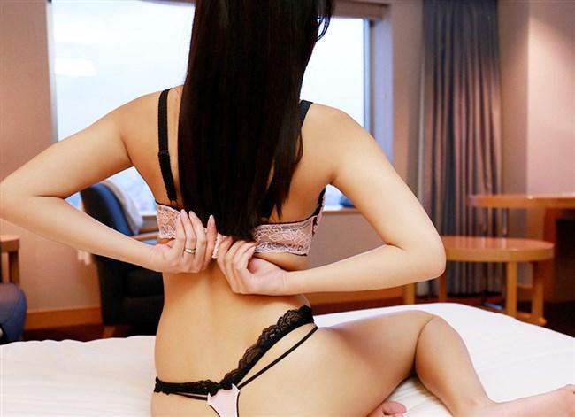 女性がブラを外す仕草がえちえち過ぎて不思議wwww0013shikogin