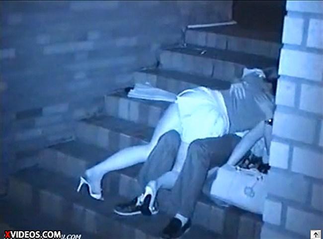 暗闇でセックスするカップルを赤外線カメラで盗撮した結果wwww0011shikogin