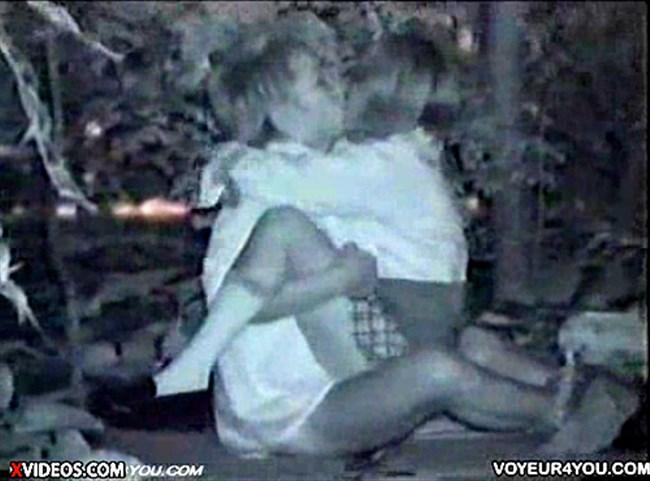 暗闇でセックスするカップルを赤外線カメラで盗撮した結果wwww0015shikogin