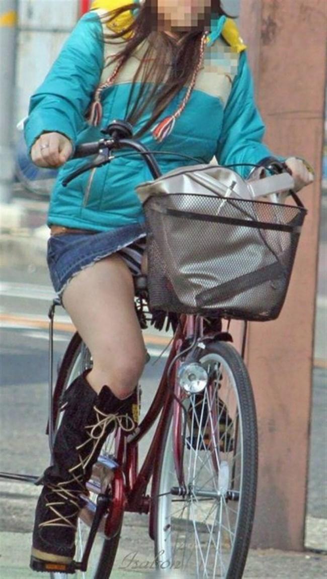 ミニスカ女子がチャリに乗ると必ずこうなるwwwww0010shikogin