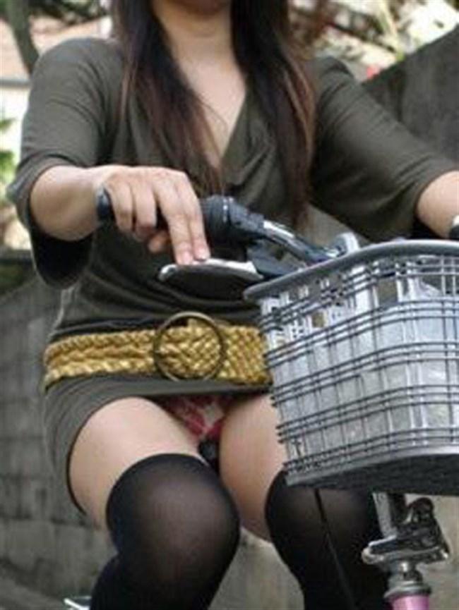 ミニスカ女子がチャリに乗ると必ずこうなるwwwww0017shikogin