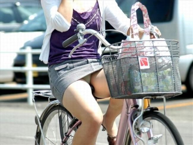 ミニスカ女子がチャリに乗ると必ずこうなるwwwww0021shikogin