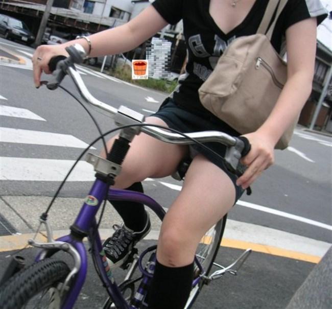 ミニスカ女子がチャリに乗ると必ずこうなるwwwww0023shikogin
