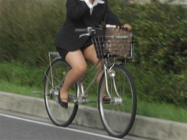 ミニスカ女子がチャリに乗ると必ずこうなるwwwww0030shikogin