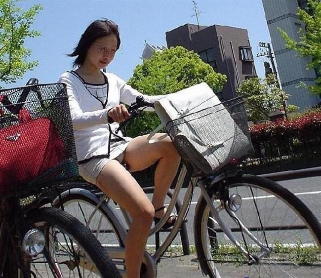 ミニスカ女子がチャリに乗ると必ずこうなるwwwww0037shikogin