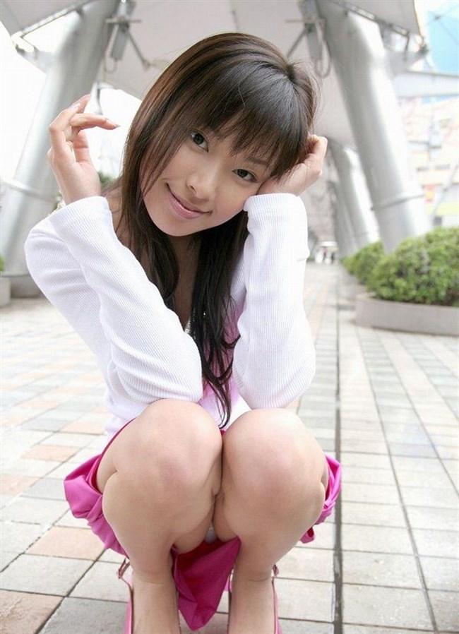 体育座りしたミニスカ女子のぷっくりしたクロッチがえちえちwwww0016shikogin