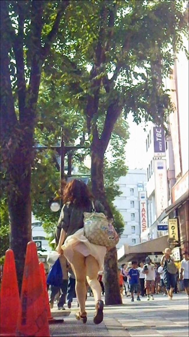 強風の日のスカート女子の後ろはパンチラパラダイスwww0012shikogin