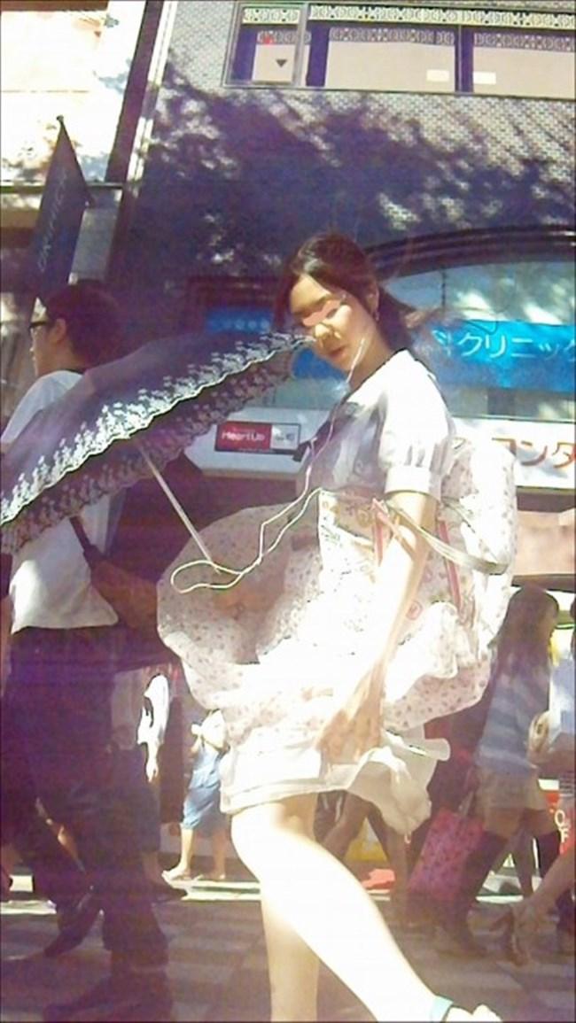 強風の日のスカート女子の後ろはパンチラパラダイスwww0013shikogin